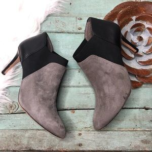 VINCE CAMUTO Booties 7 Gray Suede Black Leather